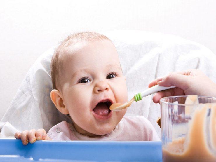 захранване на бебето по месеци